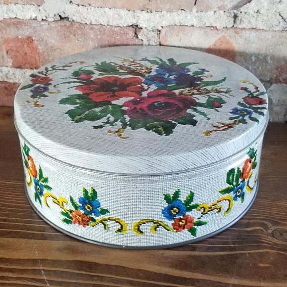 Vintage Round Tin Floral Stitch Print